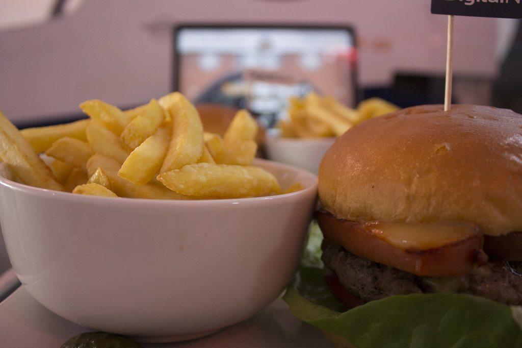 hangar no.4 burger